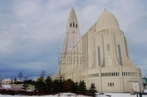 Que visiter en Islande ? dans destination Europe 7291988-eglise-de-hallgrimskirkja-de-reykjavik-en-islande-300x199